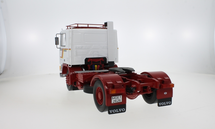 Volvo F1220, weiss/rot