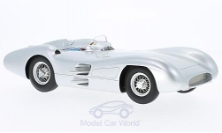 Modelcar - <strong>Mercedes</strong> W196 streamliner, silver, formula 1, Plain Body, 1954<br /><br />CMR, 1:18<br />No. 223286