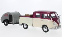 Modelcar - <strong>VW</strong> T1 double cabin, metallic-dark red/beige, with Surfboard and Teardrop-trailer<br /><br />Motormax, 1:24<br />No. 226037
