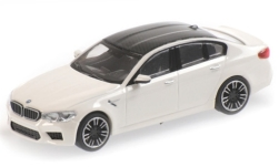 ModelCar - <strong>BMW</strong> M5 (F90), weiss/carbon, 2018<br /><br />Minichamps, 1:87<br />番号 227900