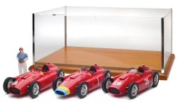 Modelcar - <strong>Ferrari</strong> 3rd-Set: D50, Long Nose GP Germany #1 + short Nose GP England # + GP Italy #26 + figure, J.M.Fangio<br /><br />CMC, 1:18<br />No. 228078