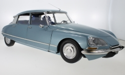 Modelcar - <strong>Citroen</strong> DS 21, metallic-light blue, 1970<br /><br />Premium X, 1:8<br />No. 229387