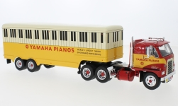 Modellauto - <strong>International Harvester</strong> DCOF-405, rot/gelb, Yamaha Pianos, 1959<br /><br />IXO, 1:43<br />Nr. 235250