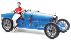 Modelcar - <strong>Bugatti</strong> T35 Grand Prix, blue, No.30, with women-figure of driver<br /><br />CMC, 1:18<br />No. 235625