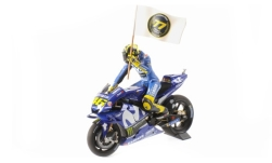 Modellauto - <strong>Yamaha</strong> YZR-M1, No.46, Team Movistar Yamaha, Movistar, MotoGP, Catalunya, mit Figur und Flagge, V.Rossi, 2018<br /><br />Minichamps, 1:12<br />Nr. 236142