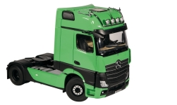 Modellauto - <strong>Mercedes</strong> Actros GigaSpace 4X2, hellgrün/schwarz, 2018<br /><br />NZG, 1:18<br />Nr. 236238