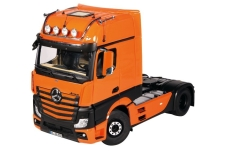 Modelcar - <strong>Mercedes</strong> Actros GigaSpace 4X2, orange/black<br /><br />NZG, 1:18<br />No. 236241