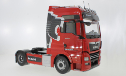 Modelcar - <strong>MAN</strong> TGX XXL, red, Lion Pro Edition, 2018<br /><br />Premium ClassiXXs, 1:18<br />No. 236563