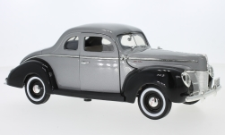 Modellauto - <strong>Ford</strong> Deluxe, metallic-grau/schwarz, 1940<br /><br />Motormax, 1:18<br />Nr. 238880