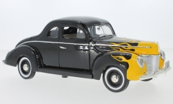 Modelcar - <strong>Ford</strong> Deluxe, black/Decorated, 1940<br /><br />Motormax, 1:18<br />No. 238881