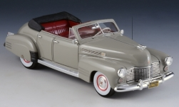 Modelcar - <strong>Cadillac</strong> series 62 Convertible Sedan, light grey, 1941<br /><br />GLM, 1:43<br />No. 239447