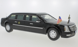 Modelcar - <strong>Cadillac</strong> Presidential State Car, black, Standarten for drive- and Standbetrieb enthalten, 2009<br /><br />CMF, 1:18<br />No. 240155