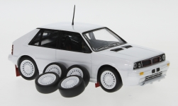 voiture miniature - <strong>Lancia</strong> Delta HF 4WD, blanche, Plain Body Version, y compris les Zusatzteile, 1989<br /><br />IXO, 1:43<br />N° 240320