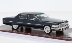 Modelcar - <strong>Cadillac</strong> Fleetwood Brougham, metallic-dark blue/matt-black, 1976<br /><br />GIM - Great Iconic Models, 1:43<br />No. 242166