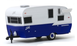 Modellauto - <strong>Shasta</strong> Airflyte, wit/blauw, Caravan, 1962<br /><br />Greenlight, 1:64<br />Nr. 242499