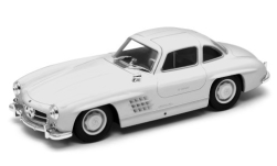 Modellauto - <strong>Mercedes</strong> 300 SL (W198), wit<br /><br />Welly, 1:24<br />Nr. 245135