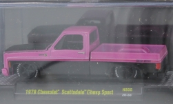 Modellino - <strong>Chevrolet</strong> Scottsdale Chevy Sport, metallic-rosa/nero, 1979<br /><br />M2 Machines, 1:64<br />n. 245998