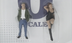 Modellauto - <strong>Figuren</strong> 70s Style Figure Set, 2-teilig<br /><br />American Diorama, 1:43<br />Nr. 247609
