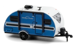 Modellauto - <strong>Winnebago</strong> Winnie Drop, blau/weiss, 2017<br /><br />Greenlight, 1:64<br />Nr. 248967