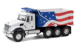 автомодель - <strong>Mack</strong> Granite Dump Truck, weiss/Dekor, Stars & Stripes 2019<br /><br />Greenlight, 1:64<br />№ 249164