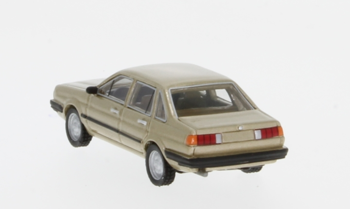VW Santana, metallic-beige