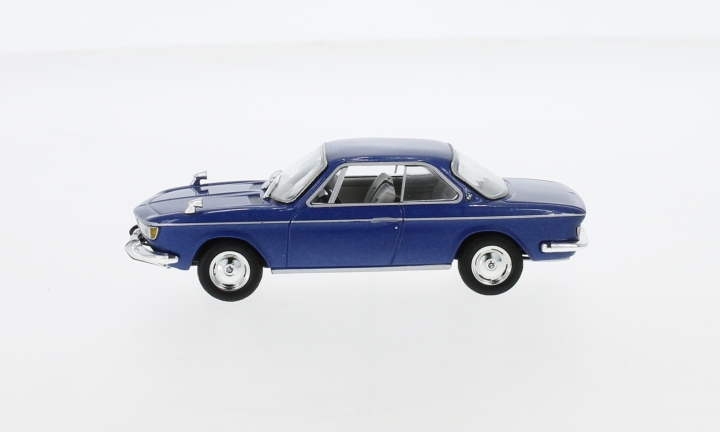 BMW 2000 CS, metallic-blau