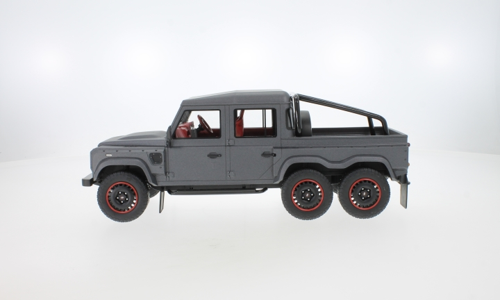 Land Rover Defender Flying Huntsman 6x6, matt-dunkelgrau, RHD
